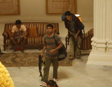 Schwer bewaffnete Extremisten dringen in das Hotel Taj ein