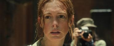 Elena McMahon, gespielt von Anne Hathaway, ist die Hauptfigur in Das Letzte was er wollte