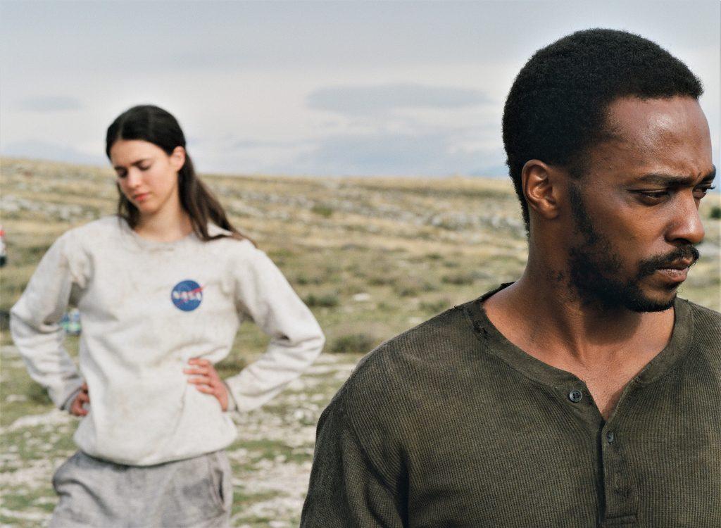 Margaret Qualley und Anthony Mackie sind in IO nicht immer einer Meinung. Doch sie haben nur einander. © Netflix