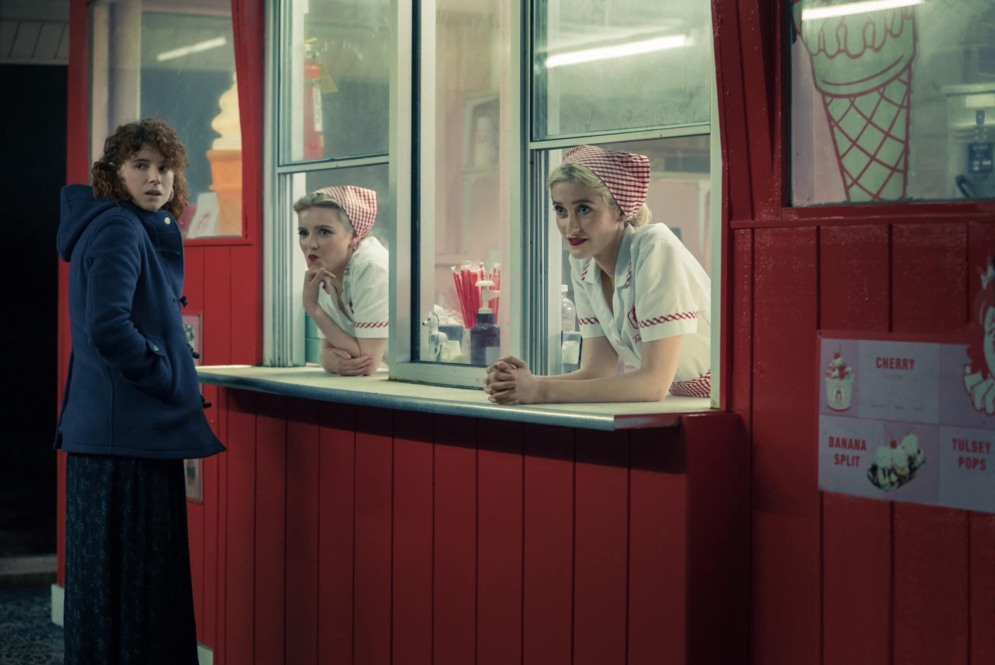 Die Protagonistin in I'm Thinking of Ending Things besucht einen Eisladen