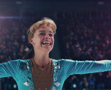 """Tonya Harding (Margot Robbie) nach ihrem dreifachen Axel-Sprung in """"I, Tonya"""" © DCM"""