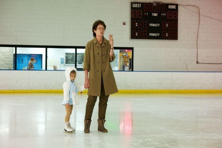 """Mutter LaVona (Allison Janney) treibt ihre Tochter schon früh zu Hochleistungen in """"I, Tonya"""" © DCM"""