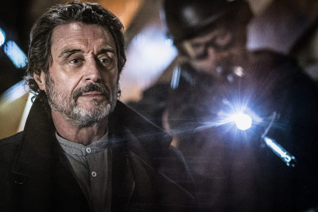 Ian McShane als Professor Broom in Hellboy - Call of Darkness © Universum Film