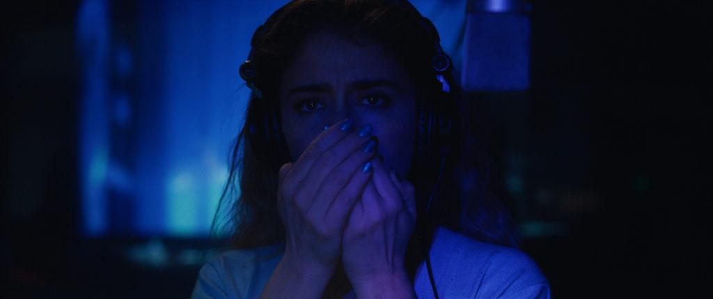 Inés synchronisiert Horrorfilme in El prófugo