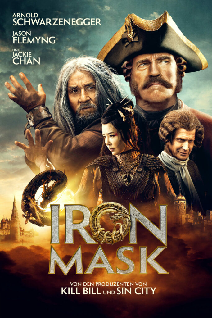 Das Filmplakat zu IRON MASK versammelt die beiden Stars Jackie Chan und Arnold Schwarzenegger, um die sich ein Drache schwingt.
