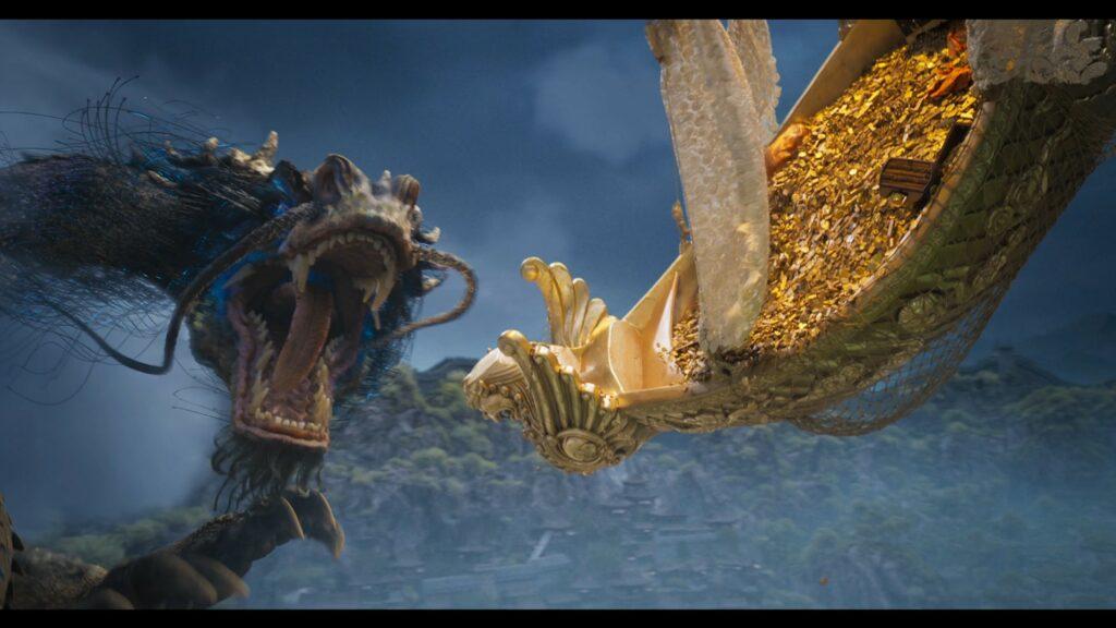 Ein Drache fliegt in IRON MASK einem goldenen Schiff voll mit goldenen Münzen entgegen.