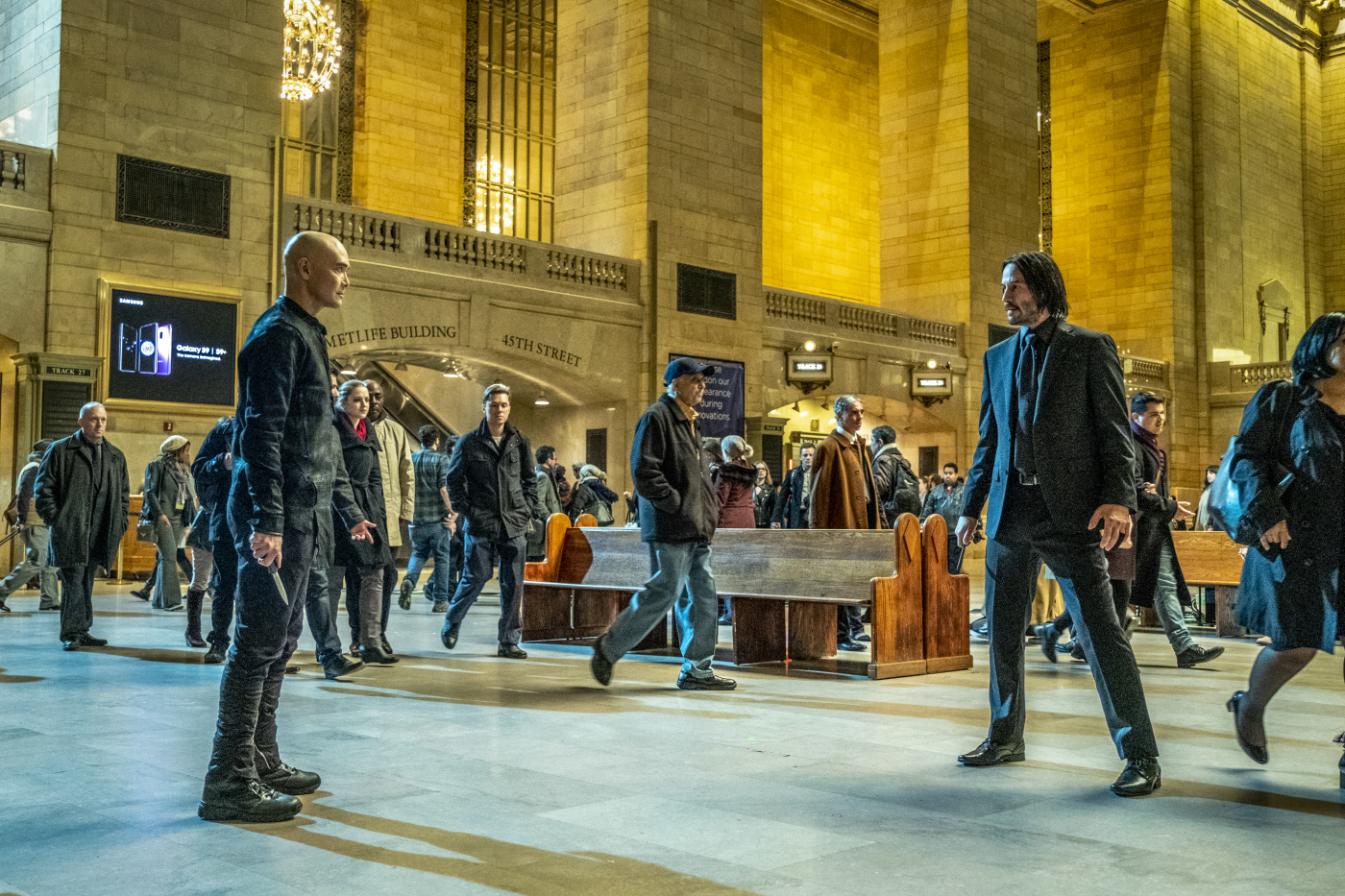 Eine bedrohliche Kampfszene in der New York Central Station in John Wick: Kapitel 3