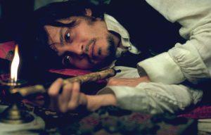 Johnny Depp braucht eine Stärkung in From Hell