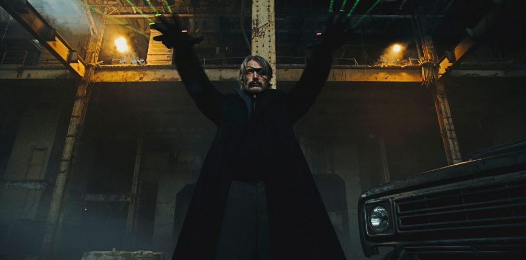 In Polar nutzt Kaiser Black nicht nur Knarren, sondern auch Hightech! © Netflix