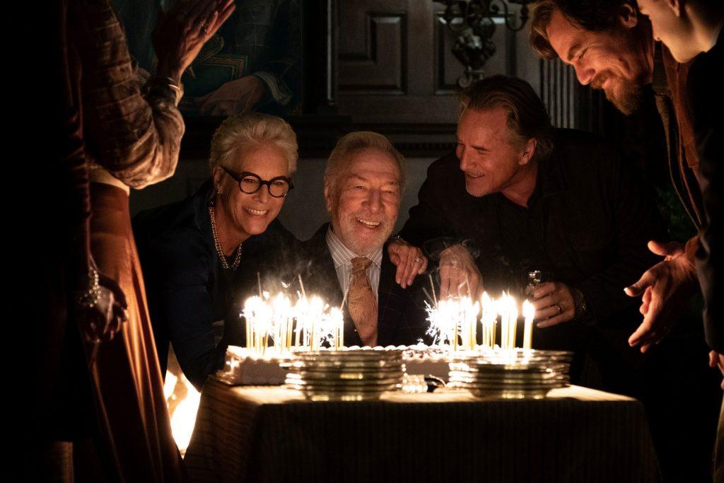 Christopher Plummer mit Jamie Lee Curtis und Don Johnson am Abend seines 85. Geburtstags vor der Geburtstagstorte