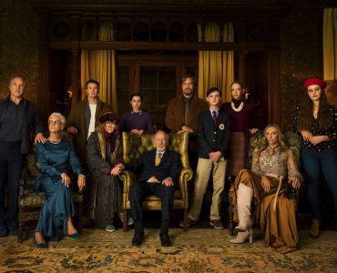 Der gesamte Cast von Knives Out als Familienfoto