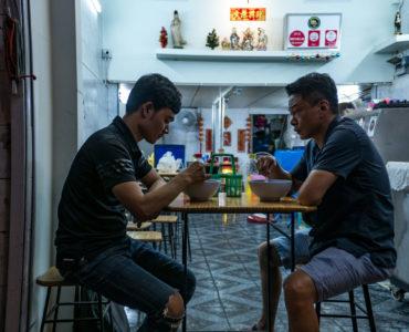 Kang und Non beim Essen