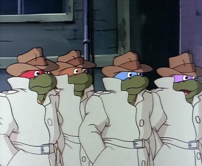 Bei den Kinderserien der 90er gehören die Teenage Mutant Ninja Turtles ebenfalls dazu. Diese sind undercover in Trenchcoat und Filzmütze unterwegs. Die vier unterscheiden nur die verschieden farbigen Augenmasken.