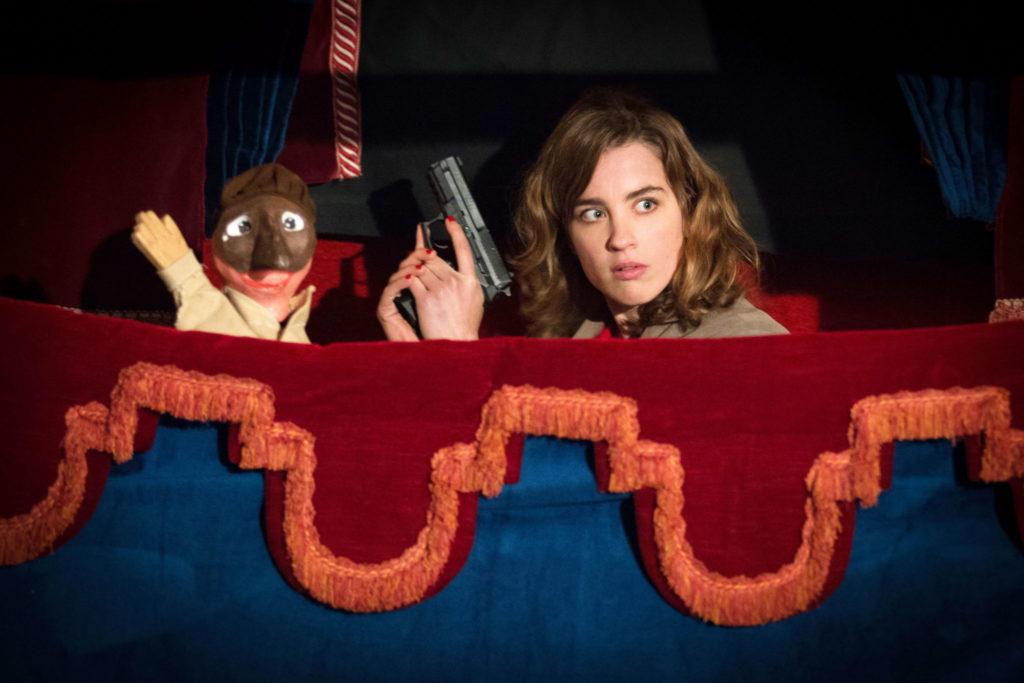 Adèle Hahnel spielt Yvonne