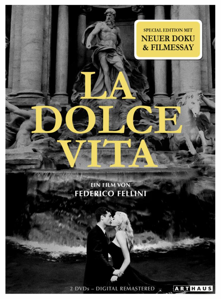 Das DVD-Cover der Special Edition von La dolce vita zeigt Marcello (Marcello Matroianni) und Sylvia (Anita Ekberg) im Trevi-Brunnen.