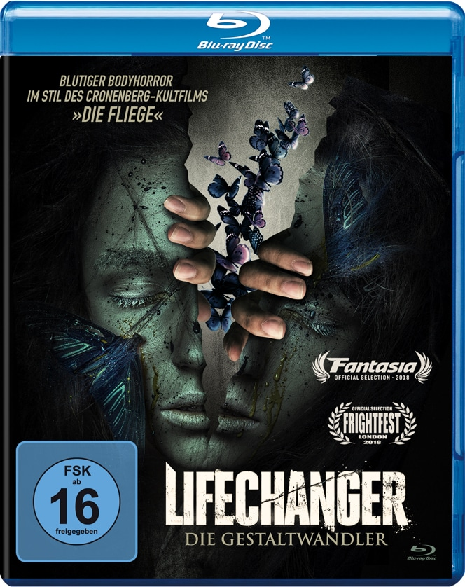 Auf dem Cover von Lifechanger - Die Gestaltwandler ist ein grau-grünliches Gesicht zu sehen, das in der Mitte aufgerissen ist und zwei Hände sich herausstrecken. Im Inneren sind zudem viele bunte Schmetterlinge zu sehen, die aus dem Körper herausfliegen.