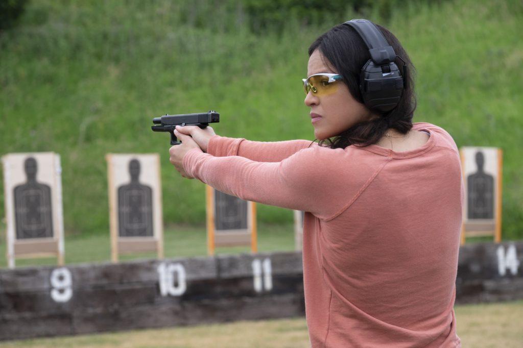 Linda übt sich im Umgang mit der Waffe in Widows - Tödliche Witwen © 2018 20th Century Fox