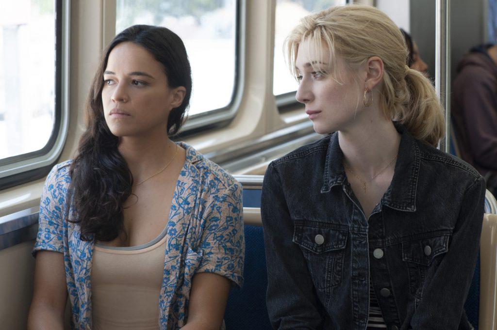 Linda (Michelle Rodriguez) und Alice (Elizabeth Debicki) wisse noch nicht so genau, was sie von dem Vorhaben halten sollen in Widows - Tödliche Witwen © 2018 20th Century Fox