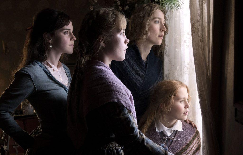 Die vier Schwestern in Little Women schauen aus dem Fenster