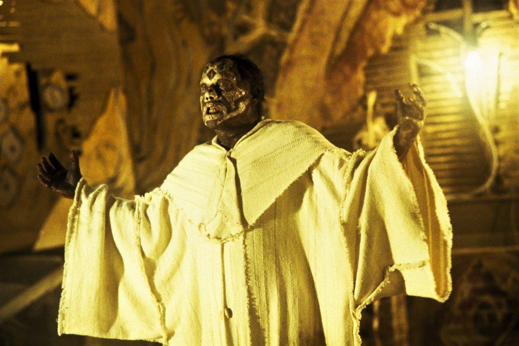 Der Führer der okkulten Sekte in Lord of Illusions sieht nicht mehr ganz so frisch aus. © Capelight Pictures