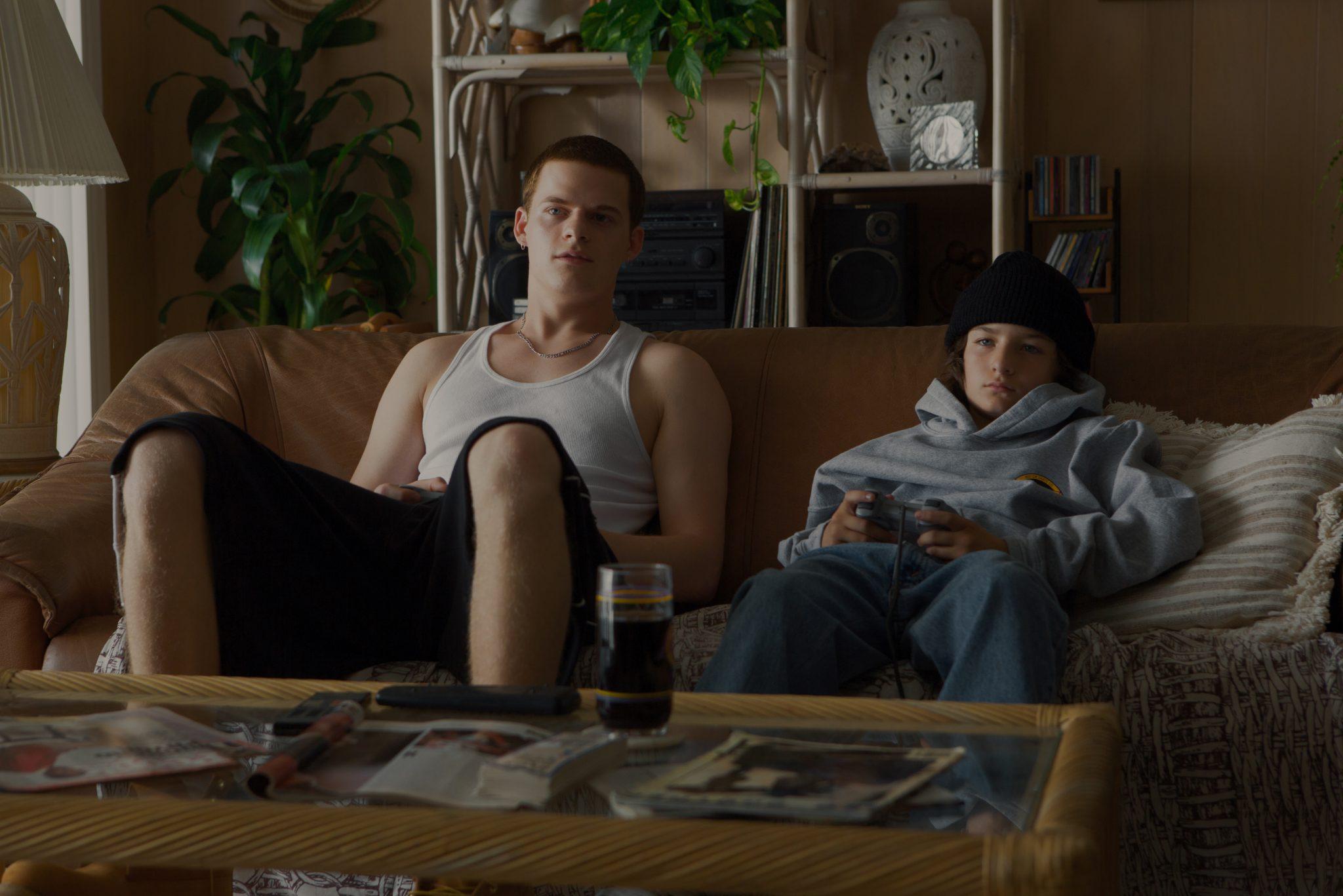 Lucas Hedges als Ian und Sunny Suljic als Stevie in Mid90s - einer der besten A24-Filme.