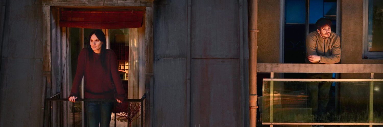 Mélanie (Ana Girardot) und Rémy (François Civil) wohnen direkt nebeneinander in EInsam Zweisam