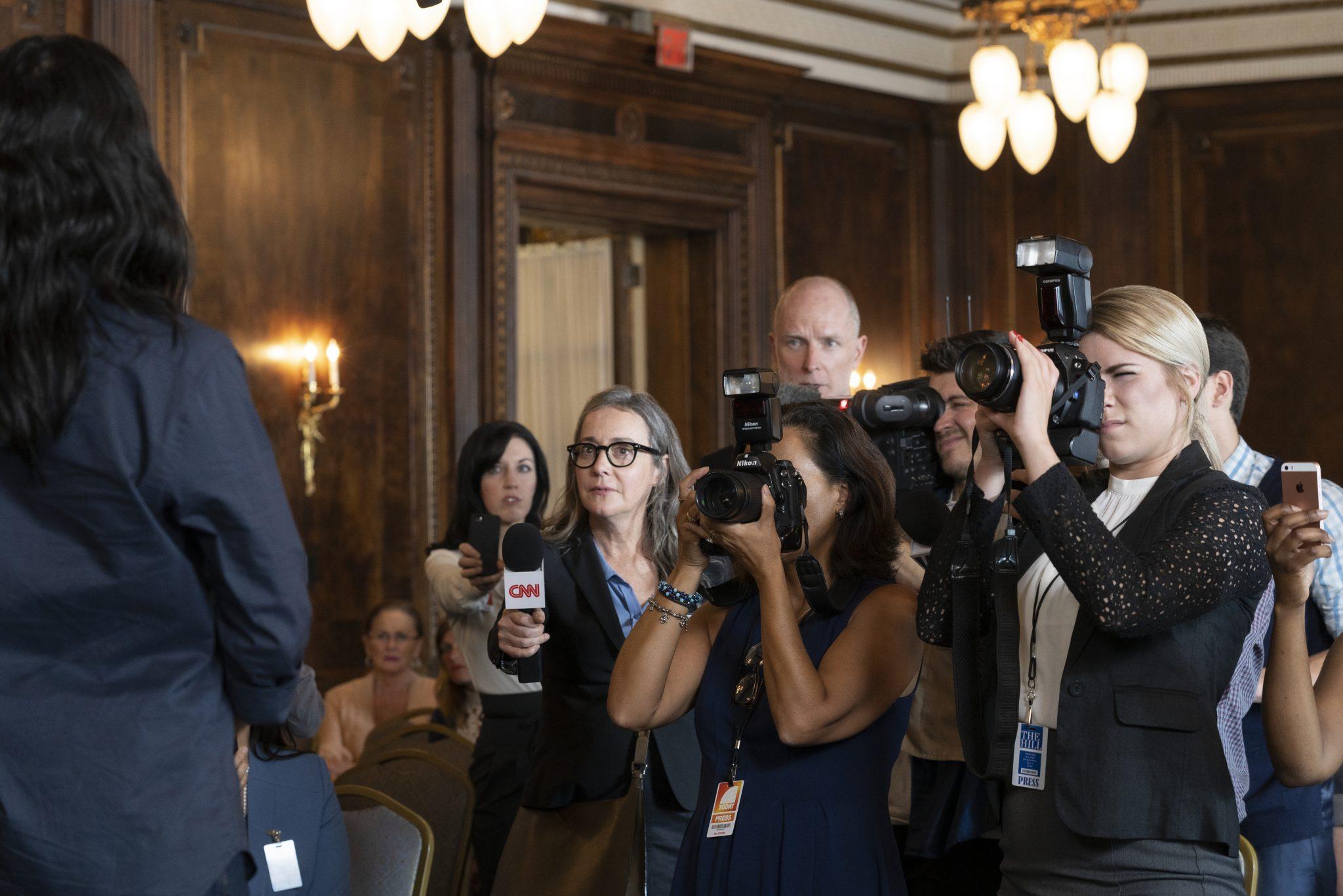 Auch die Journalisten sind fasziniert und bitten ein Interview vom Messiah