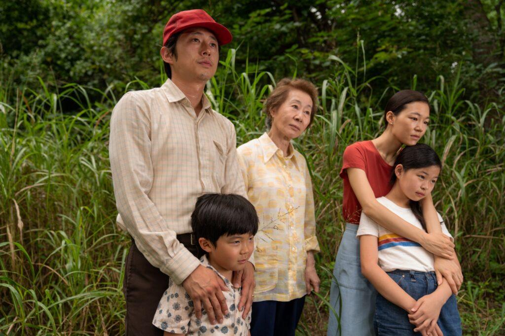 Familie Yi begutachtet ihre Farm [bitte etwas genauer, nicht einfach die Beschriftung kopieren]