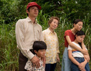 Familie Yi begutachtet ihre Farm - Minari - Wo wir Wurzeln schlagen