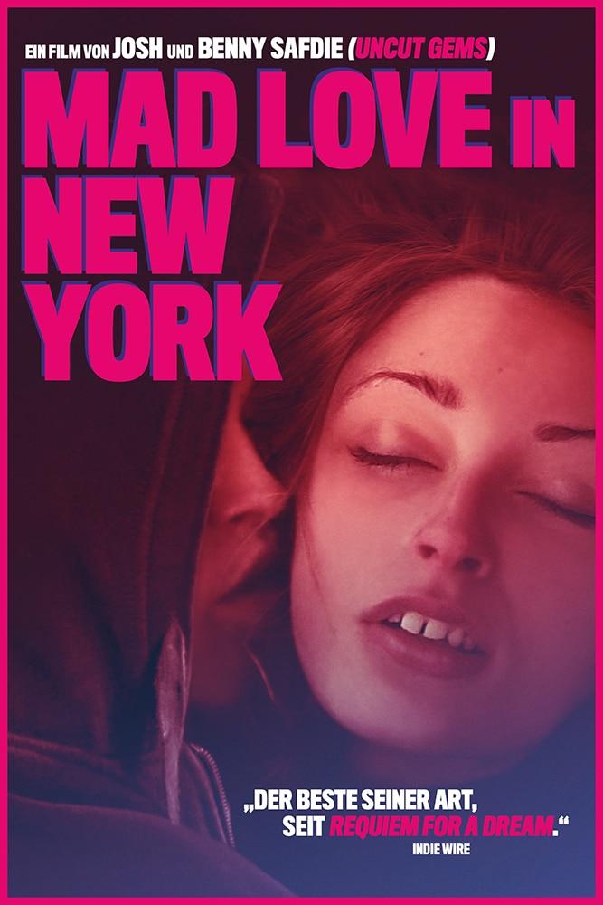 Das Cover zu Mad Love in New York zeigt Ilya (Caleb Landry Jones), der Harley (Arielle Holmes) zärtlich die Wange küsst und sie umarmt. In pinker Kapitalschrift prangt der Titel des Filmes über den beiden. © Koch Films