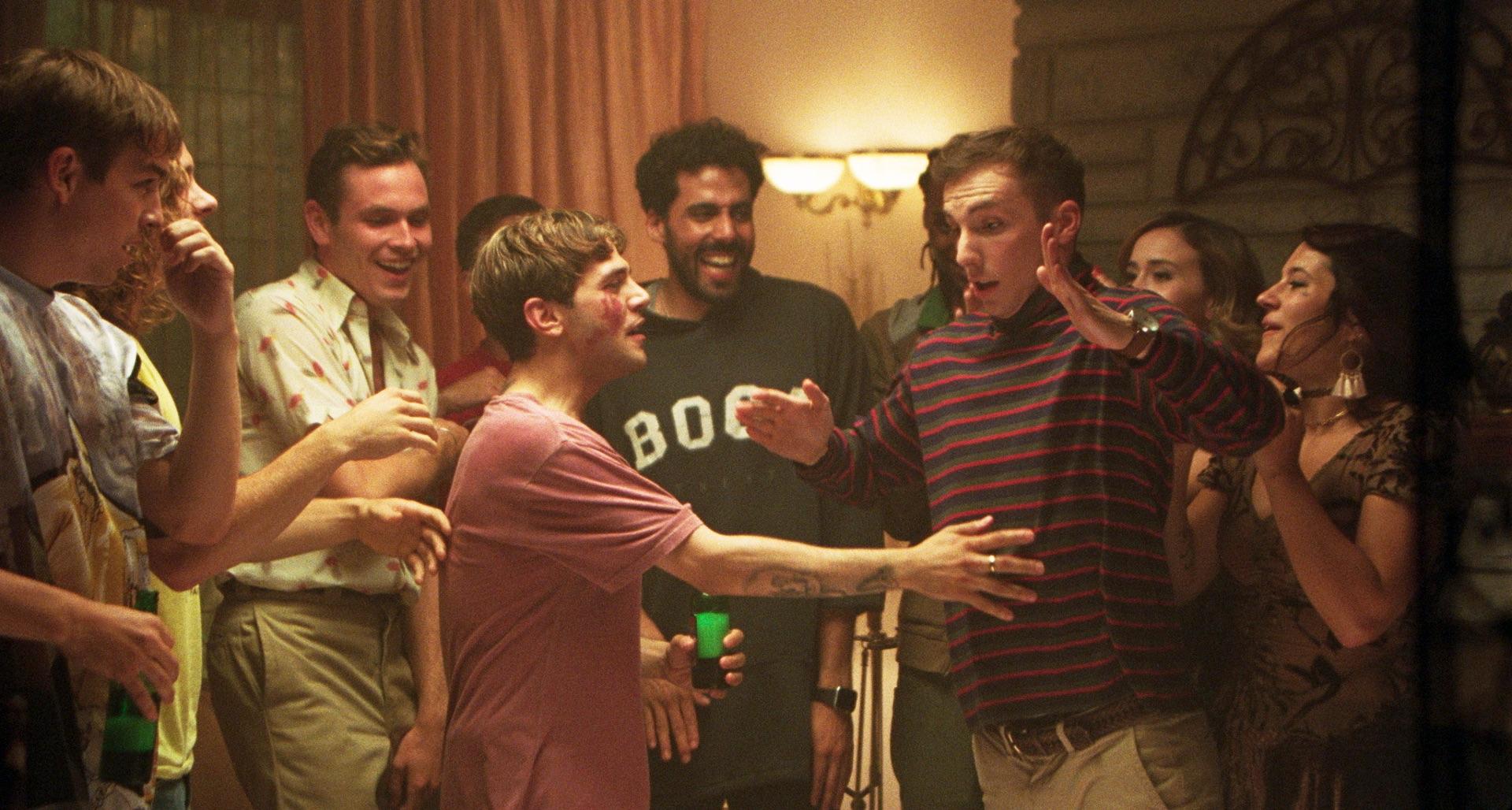 Maxime (Xavier Dolan) ist am feiern und tanzen mit seinen Freunden.