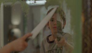 Spiegel scheinen auf Bens Sohn Michael (Cameron Boyce) eine besondere Faszination auszuüben