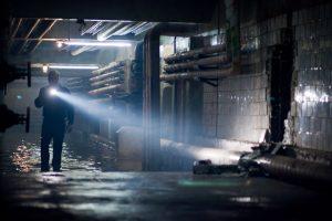 Ein dunkles Geheimnis: Ben (Kiefer Sutherland) durchstreift den Keller des alten Mayflower-Kaufhauses