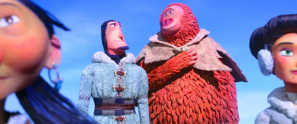 Der Forscher und der Bigfoot schauen sich zufrieden an in in Mister Link - Ein fellig verrücktes Abenteuer