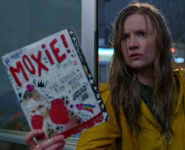 Die durchnässte Hadley Robinson hält ihr Magazin Moxie in der Hand - Neu auf Netflix im März 2021