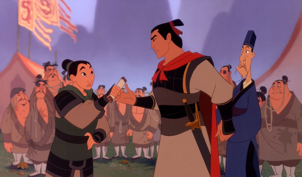 Mulan gibt sich bei der Armee als Mann Ping aus © 2017 Disney