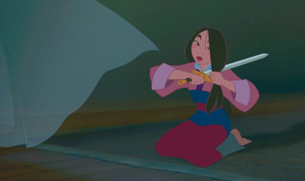 Mulan muss sich von ihrer Haarpracht und Weiblichkeit trennen - Mulan © 2017 Disney