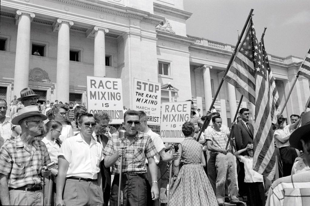 """Rassistische Demonstration der Weißen in """"I Am Not Your Negro"""""""