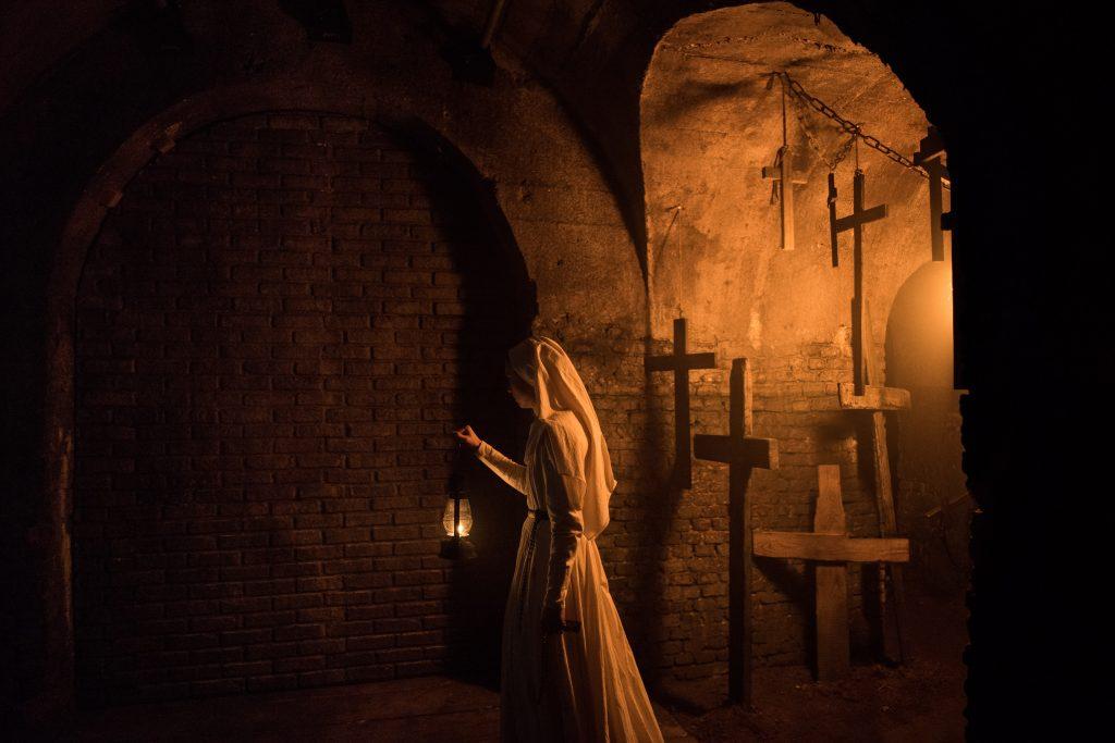 Kruzifixe sind in der Welt von Conjuring alles andere als ungewöhnlich © 2017 Warner Bros. Entertainment Inc.