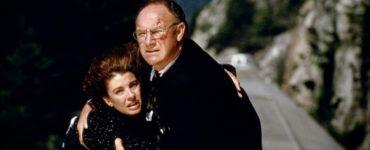 Gene Hackman hält Anne Archer auf dem Dach des fahrenden Zugs in Narrow Margin - 12 Stunden Angst