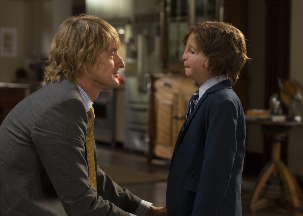 Nate Pullmann (Owen Wilson) tröstet Auggie (Jacob Tremblay) in Wunder aus 2018