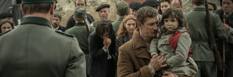 Benjamin, gespielt von Frederick Schmidt, und Leah, gespielt von Enola Izquierdo Cicuendez, werden nach ihrer Rückkehr von der Grenze verhaftet.