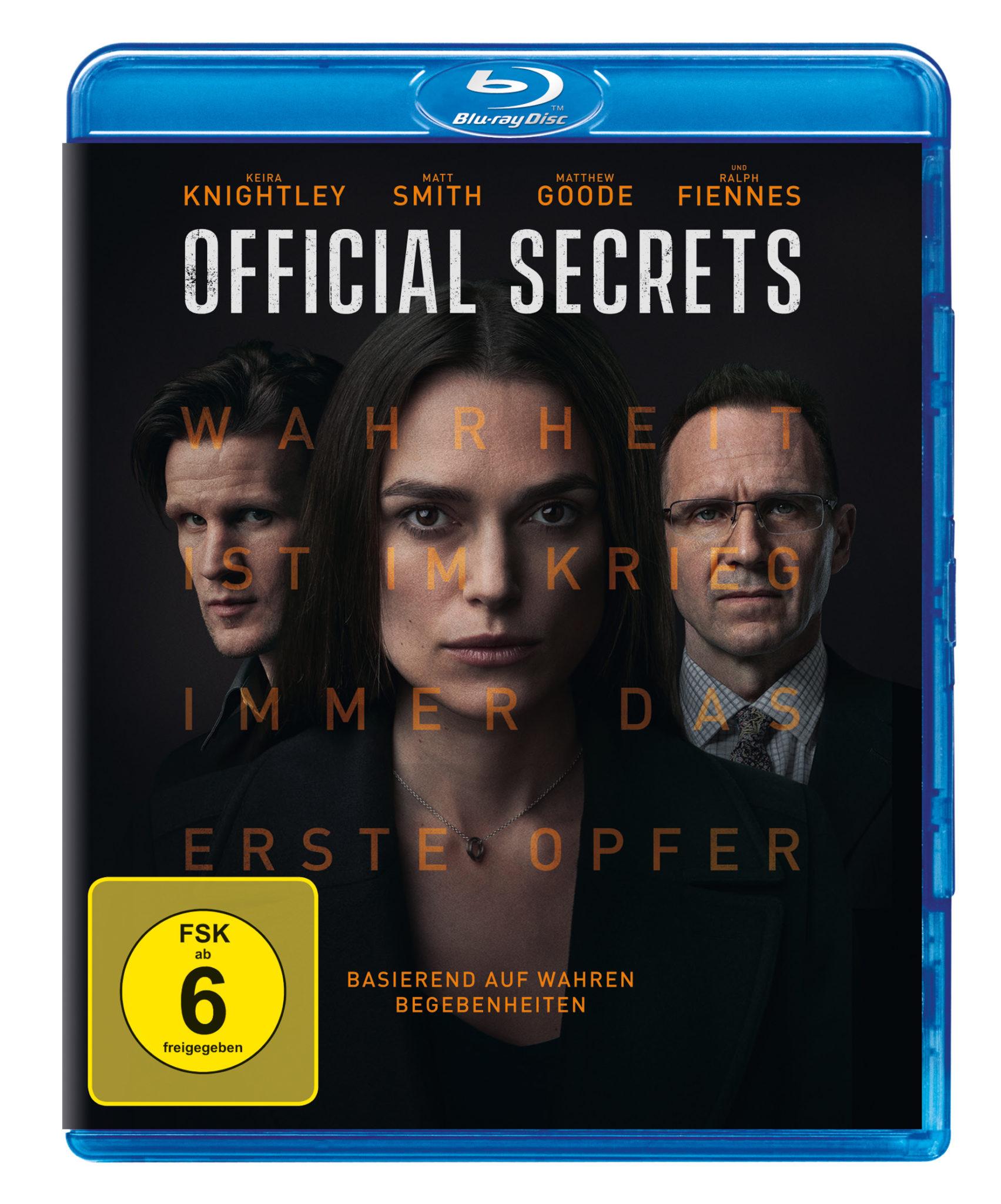 Auf dem Cover der Blu-ray zu Official Secrets sieht man mittig Keira Knightley in Großaufnahme, flankiert von den Nebendarstellern Matt Smith und Ralph Fiennes.