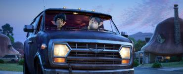 Ian (Tom Holland) und Barley (Chris Pratt) gemeinsam im Auto
