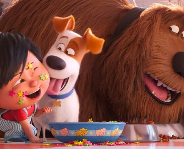Max und Duke kümmern sich um Liam in Pets 2 © Illumination Entertainment and Universal Pictures