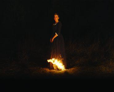 Héloïses Kleid fängt Feuer und lässt somit einen kleinen Teil der Dunkelheit erleuchten