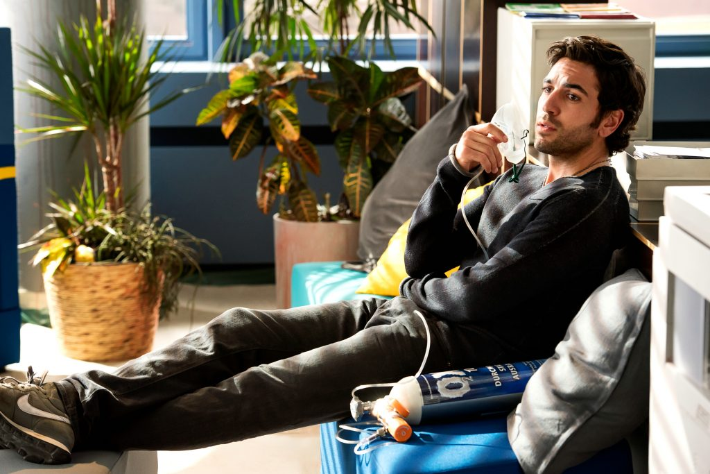 "Elyas M'Barek hängt als ""Zeki Müller"" am puren Sauerstoff in ""Fack Ju Göhte 3"" by Constantin Film"