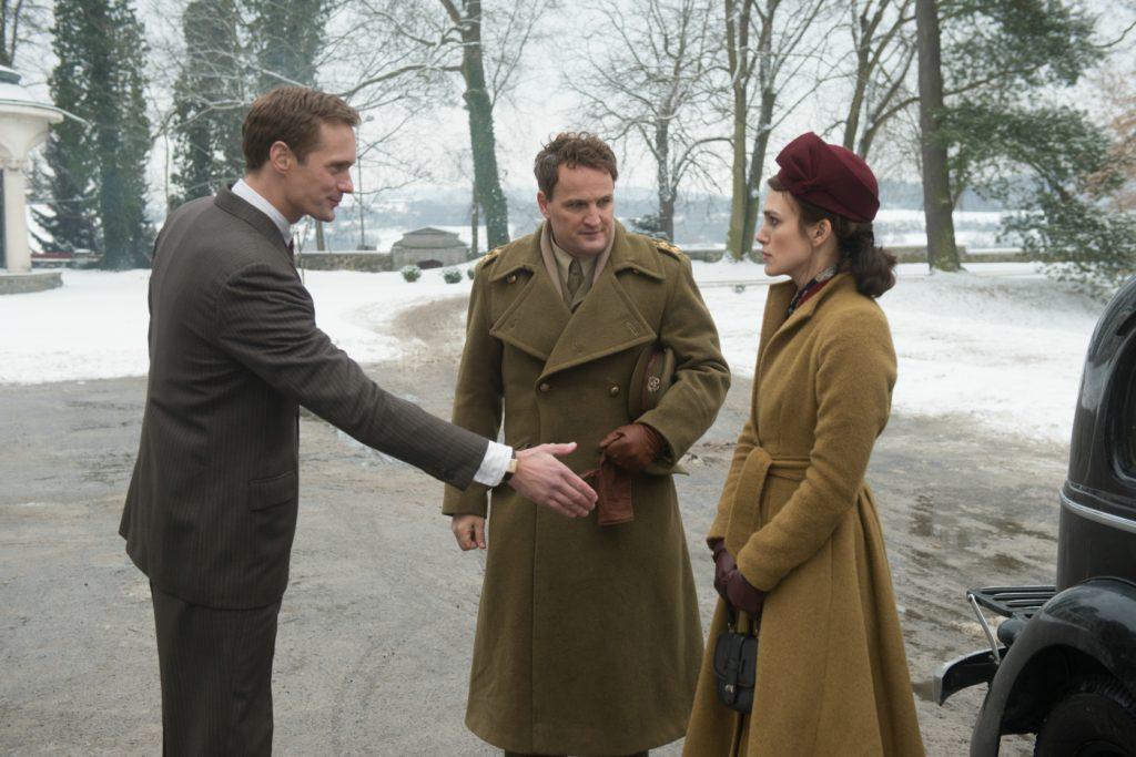 Rachael Morgans (rechts, Keira Knightley) Ankunft auf dem Anwesen von Stephen Lubert (links, Alexander Skarsgård) ©20th Century Fox