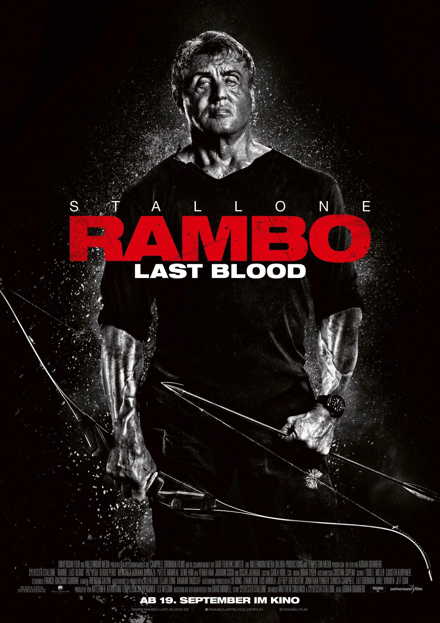 Sylvester Stallone mit Pfeil und Bogen bewaffnet auf dem offiziellen Filmplakat zu Rambo: Last Blood ©Universum Film