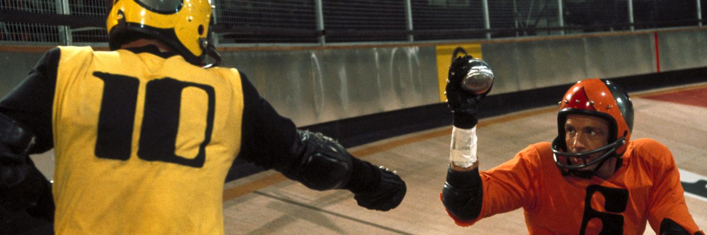 James Caan im Duell mit einem gegnerischen Spieler beim Rollerball.